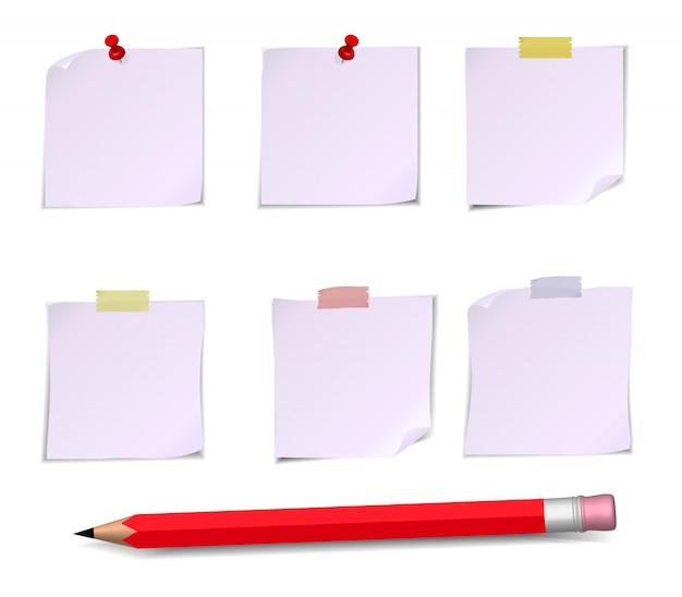 Notes adhésives avec épingle, scotch et crayon isolés