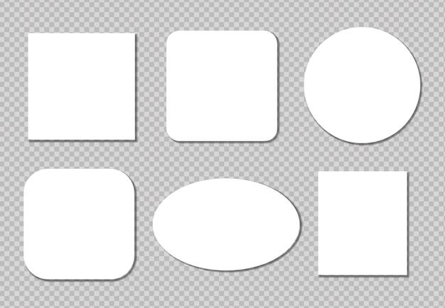 Notes autocollantes réalistes isolés avec une ombre réelle sur fond blanc