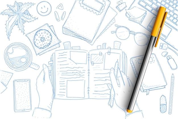Notes de jeu de doodle voyageur. collection de mains touristiques dessinés à la main avec cahier et souvenirs, cartes, étoiles de mer, smartphone, crayon, ordinateur portable et symboles de vacances isolés