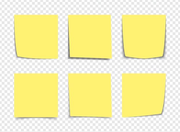 Notes de pense-bête jaune réaliste isolés sur blanc. rappels de papier collant carré avec des ombres