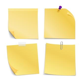 Notes vierges adhésives collées avec épingle, clip et scotch. ensemble