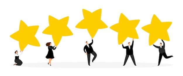 Notion de notation. petits hommes d'affaires avec des étoiles d'or.