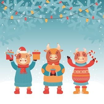Nouvel an ou carte de noël. taureau avec cadeau et bonbons. forêt d'hiver. guirlande lumineuse. symbole 2021 bœuf