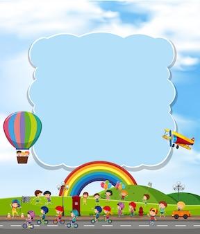 Nuage blanc avec enfants et arc-en-ciel