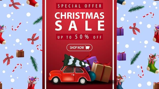 Offre spéciale, vente de noël, jusqu'à 50 rabais, belle bannière de réduction avec une voiture vintage rouge portant un arbre de noël