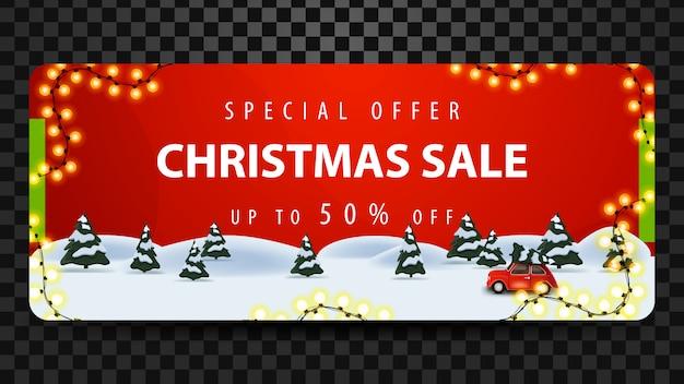 Offre spéciale, vente de noël, jusqu'à 50% de réduction, belle bannière rouge avec forêt de pins et voiture vintage rouge portant un arbre de noël.