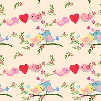 Oiseau mignon avec motif en forme de coeur.