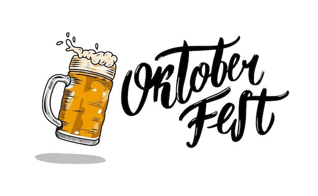 Oktoberfest lettrage de vecteur dessiné à la main et verre à bière. calligraphie au pinceau moderne. isolé