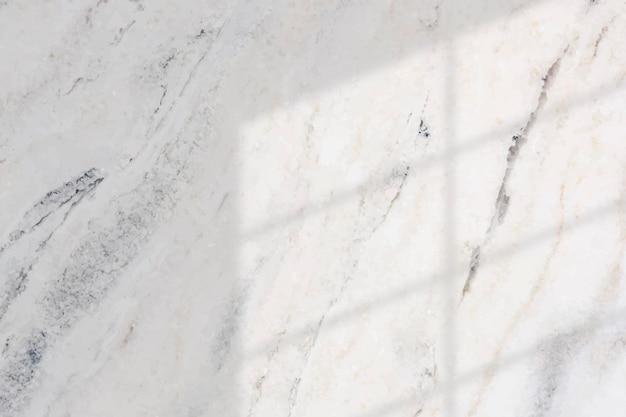Ombre de la fenêtre sur fond de marbre blanc