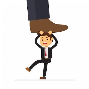 Opprimé par le patron avec l'homme d'affaires sous un grand soulier