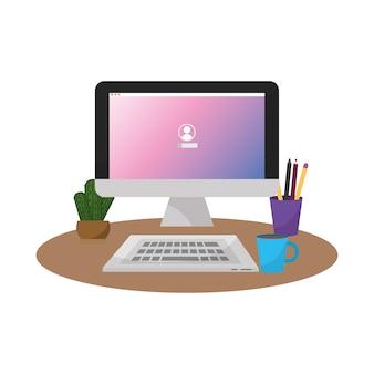 Ordinateur de bureau avec clavier et café avec plante