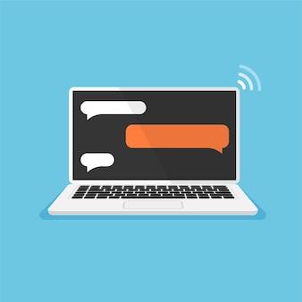 Ordinateur portable avec des boîtes de dialogue vierges sur un écran modèles vides messages bulles sur moniteur