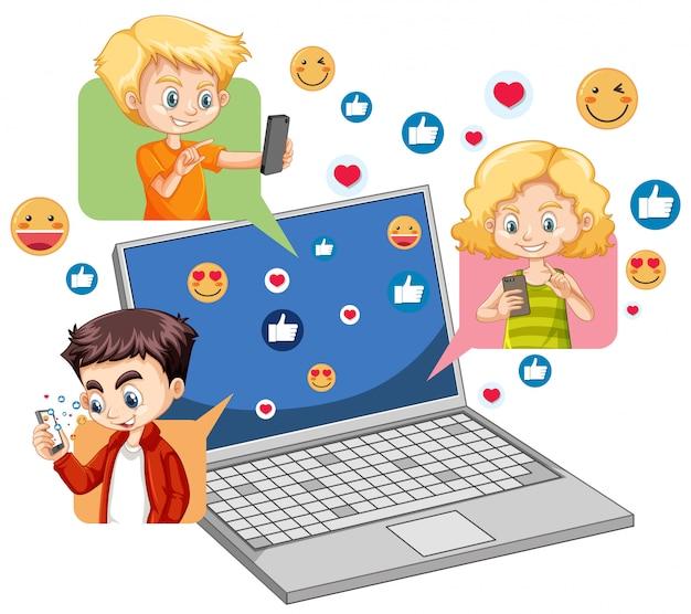 Ordinateur portable avec le thème de l'icône des médias sociaux et les mains isolés sur fond blanc
