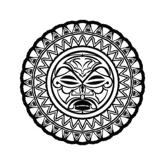 Ornement de tatouage avec style maori visage soleil. masque ethnique africain, aztèque ou maya.