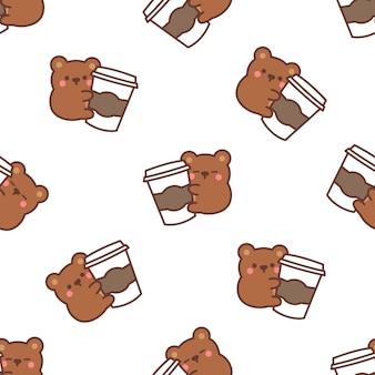 Ours mignon aime le modèle sans couture de dessin animé de café