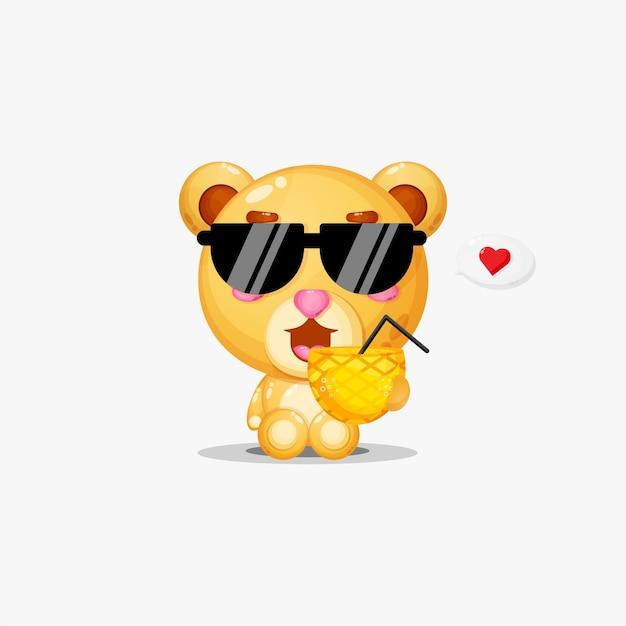 Ours mignon apporte du jus d'ananas avec coeur en discours de bulle