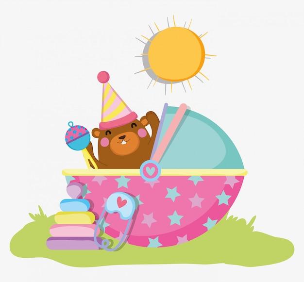 Ours mignon avec hochet à l'invitation de fête de naissance