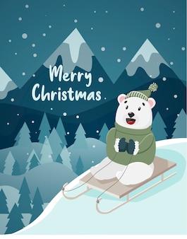L'ours monte sur un traîneau sur une colline d'arbres de montagnes de fond d'hiver