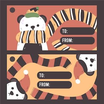 Ours panda de noël portant la carte-cadeau, l'étiquette ou l'étiquette pour les cadeaux de noël. à partir de