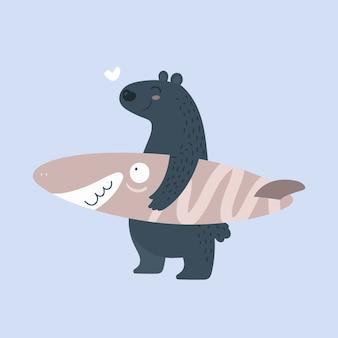 Ours avec planche de surf. surfeur