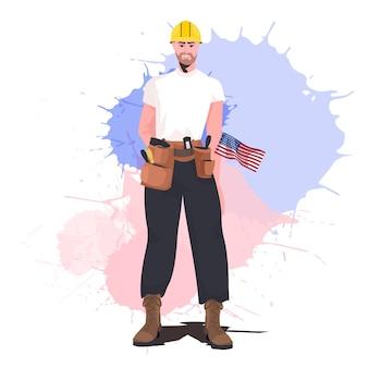 Ouvrier en uniforme avec drapeau américain célébration de la fête du travail