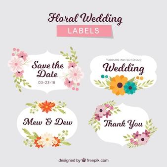 Pack de badges de mariage avec des fleurs
