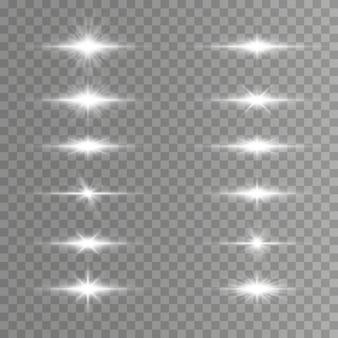 Pack de fusées éclairantes horizontales, faisceaux laser. rayons de lumière. ligne lueur sur fond transparent.