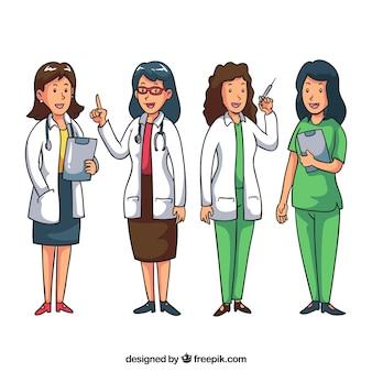 Pack de médecins féminines souriantes au travail