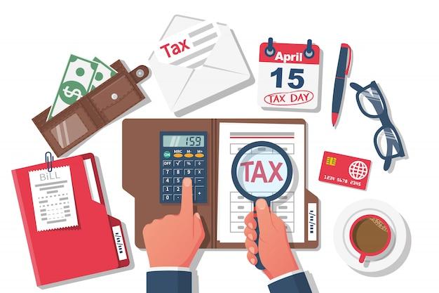 Paiement de l'impôt. homme affaires, travailler table, à, documents