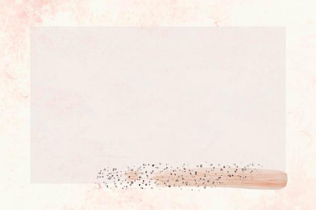 Paillettes argentées sur cadre beige