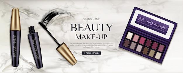 Palette d'ombres à paupières cosmétique, tubes de mascara avec coup de pinceau sur marbre