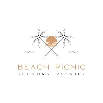 Palmier de plage avec inspiration de conception de logo au coucher du soleil