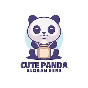 Panda aime tenir des canettes de boisson