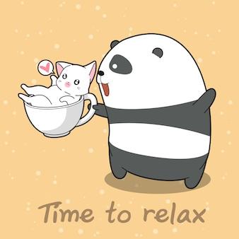 Panda et chat à l'heure pour se détendre.