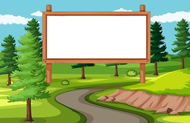 Panneau de bannière vide dans un paysage de parc naturel