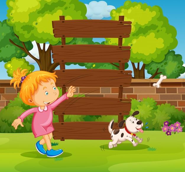 Panneau en bois et fille dans le parc