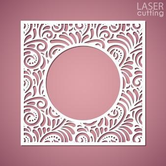 Un panneau carré avec motif en dentelle et cadre rond au centre. image adaptée à la découpe laser, à la découpe au traceur ou à l'impression.