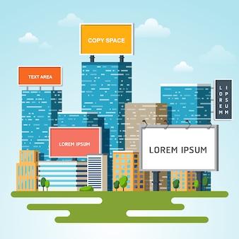 Panneaux d'affichage avec copie espace texte debout haut sur les grands immeubles de gratte-ciel urbains.