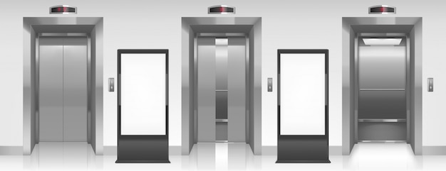Panneaux d'affichage vides et portes d'ascenseur dans le couloir
