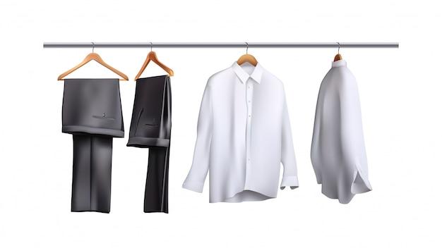 Pantalons et chemises suspendus