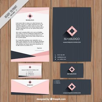 Papeterie géométrique en couleur rose