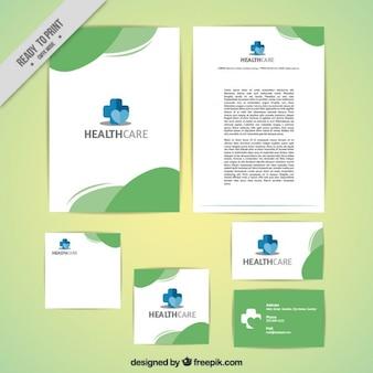 Papeterie médicale avec des détails verts