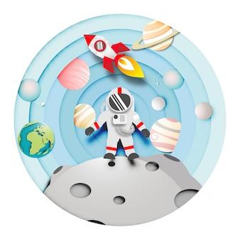 Papier d'art d'astronaute sur la lune et une fusée ou un vaisseau spatial dans le système solaire contexte vect