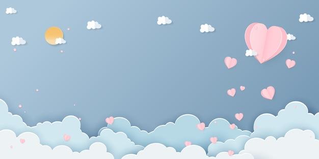 Papier d'art du festival de la saint-valentin avec papier en forme de coeur et papier en forme de nuage et papier en forme de soleil sur le ciel bleu.