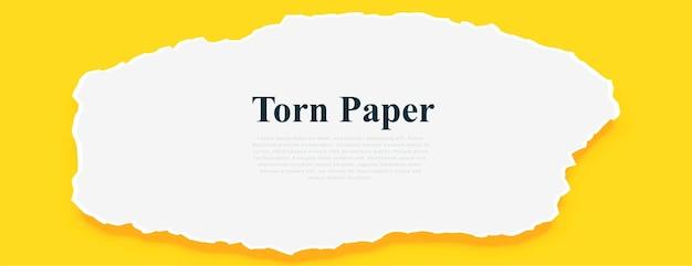 Papier déchiré blanc sur fond jaune