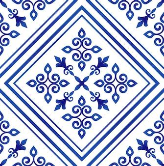 Papier peint porcelaine de style baroque, fond floral damassé