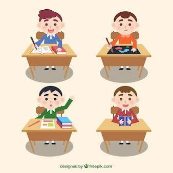 Paquet d'enfants dans un bureau