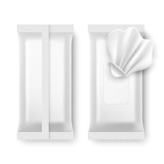 Paquet d'essuyage humide. emballage de serviette blanche maquette isolée