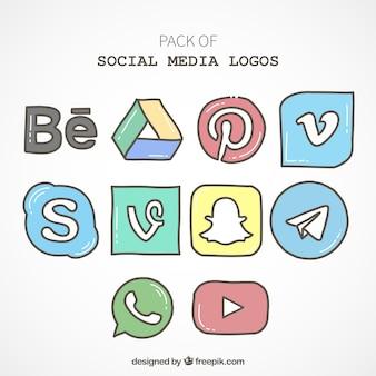 Paquet de main, dessiné icônes de médias sociaux