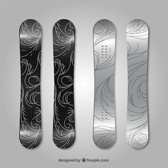 Paquet de quatre planches à neige avec des dessins abstraits